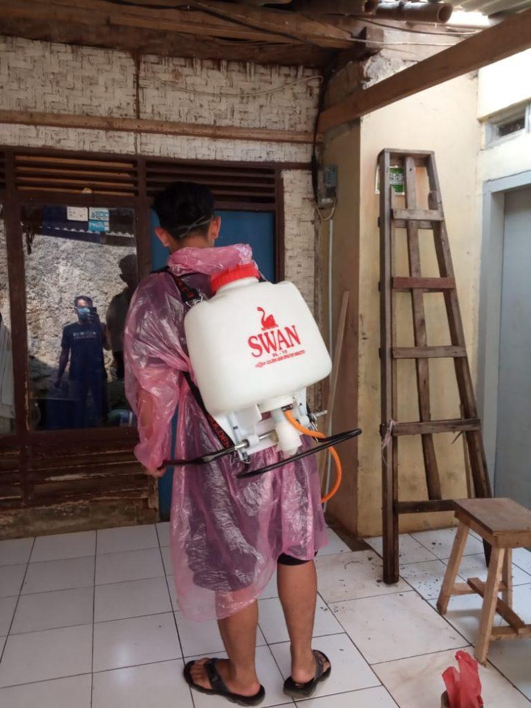 Penyemprotan disinfektan kp. palasari - sukabumi