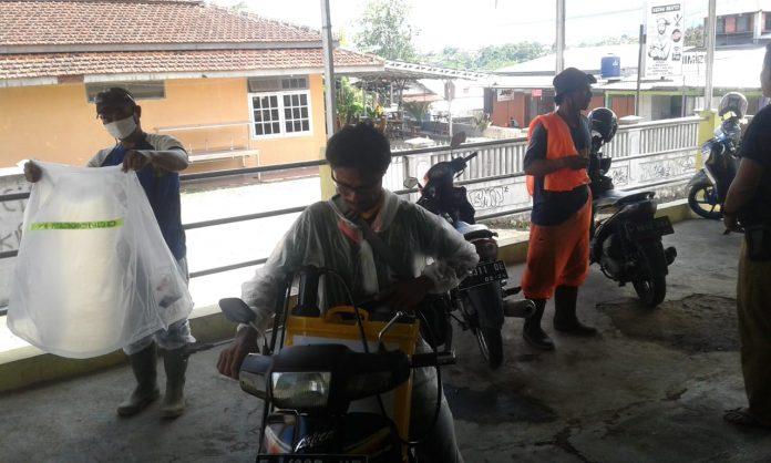 Desa Pondokkasolandeuh, Lakukan Penyemprotan Serempak Di Seluruh Kedusunan