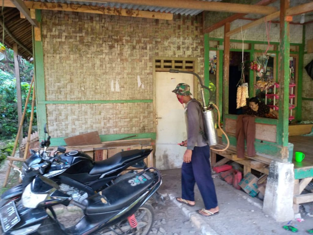 Bakti Kebersihan Jalan dan Pencegahan Covid-19 Warga Gunung Sungging di Muspika Surade