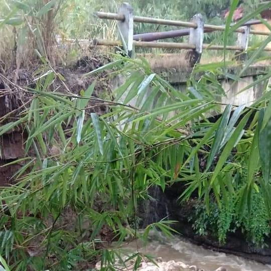 Akibat Hujan Deras, Jembatan Penghubung Jalan Kabupaten Arah Desa Darmareja Nyaris Ambruk