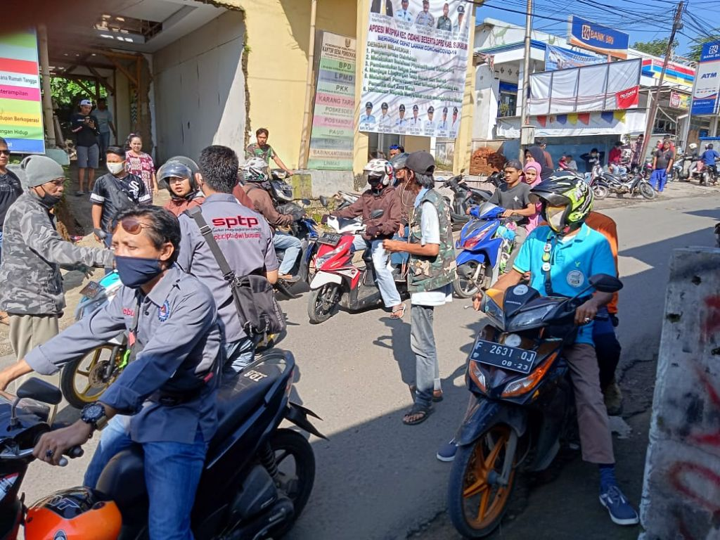 Serikat Buruh CDB Bagikan Ribuan Masker Gratis Terhadap Masyarakat - infokowasi