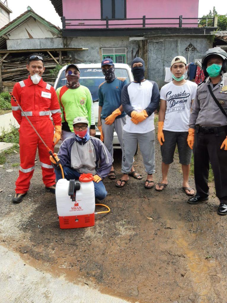 Polsek Cidahu Laksanakan Ops Aman Nusa II, Lakukan Penyemprotan Disinfektan Bersama Warga masyarakat