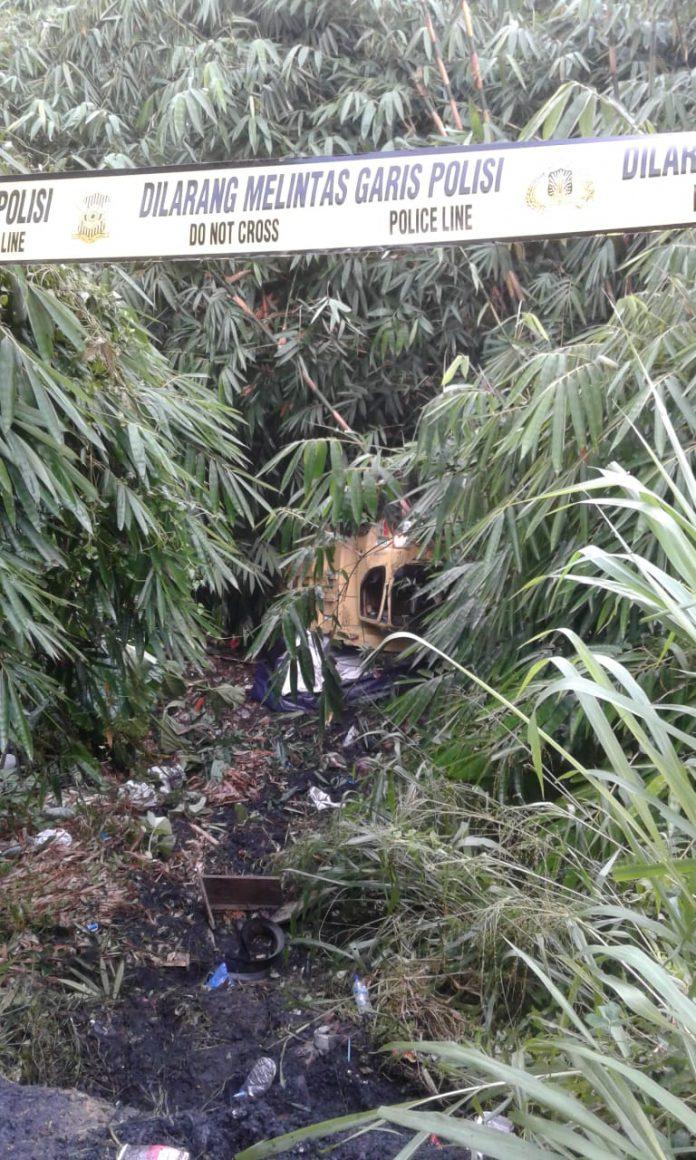 Kecelakaan Aneh Truk Masuk Jurang di Jl, Cipanggulaan Parungkuda