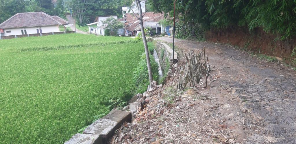TPT Luluh Lantah Diterjang Longsor di Wilayah Desa Cicantayan