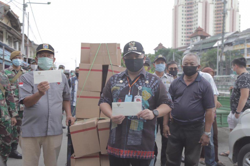 Jelang PSBB, 18.186 Paket Sembako Dibagikan Untuk Warga Kelurahan Penjaringan
