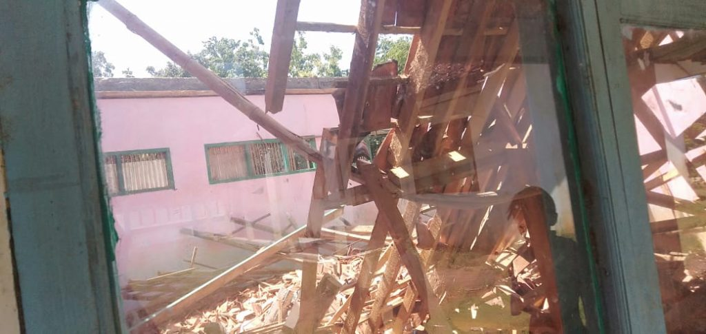 Atap Gedung SDN Cijoho Ambruk Menuai Sorotan
