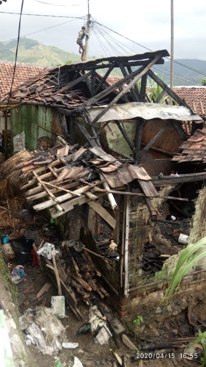 Rumah Engkos Terbakar, Kerugian Mencapai Puluhan Juta