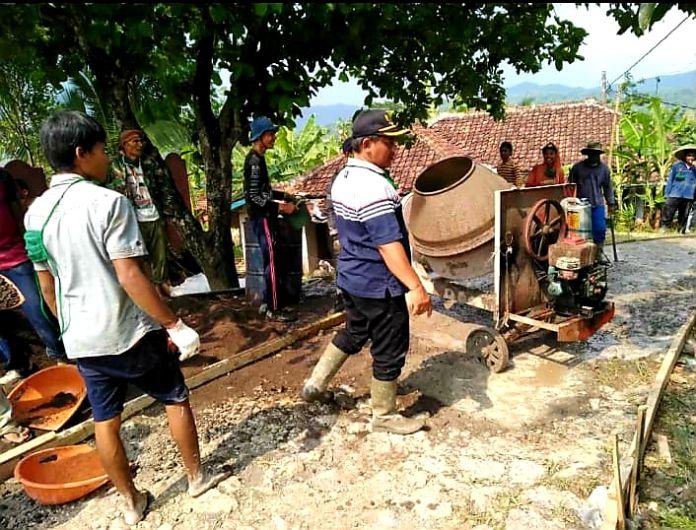 Desa Sindangresmi, Kec. Jampangtengah Tingkatkan Kualitas Masyarakat dengan Membangun