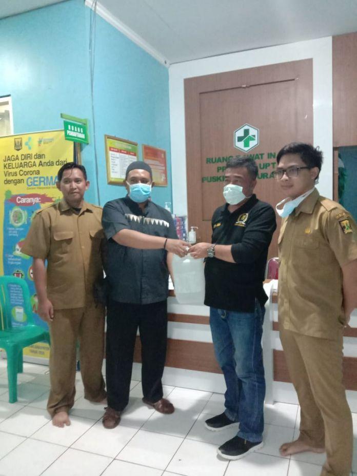 Spontanitas Membantu Membawa Jenazah. Ketua Komisi I DPRD Kab.Sukabumi disaat Monitoring ke Puskesmas Parabaya.