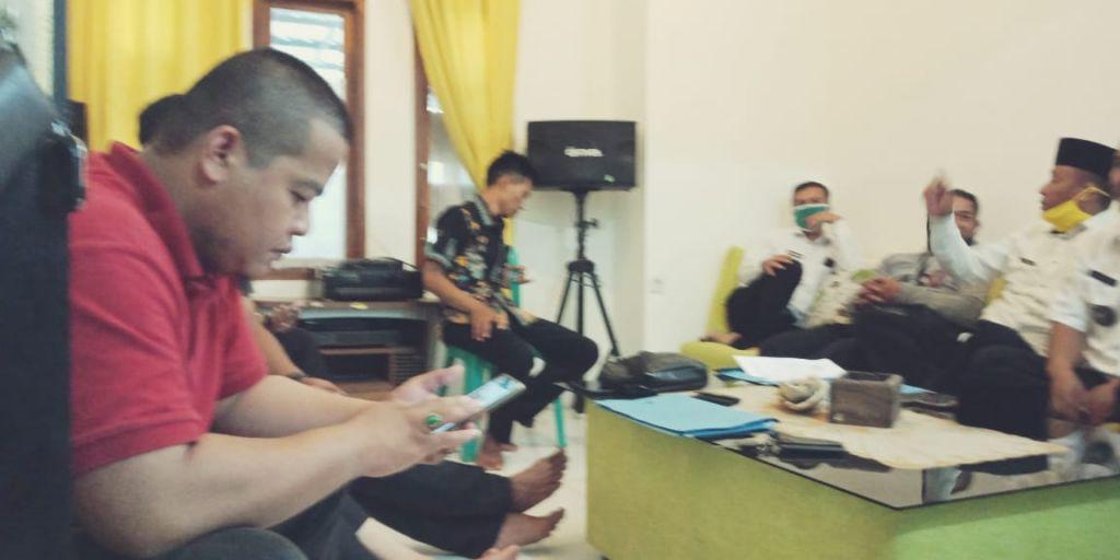 Para Kades di Kecamatan Surade, Membahas Hasil Musyawarah di Kantor Dinas Sosial