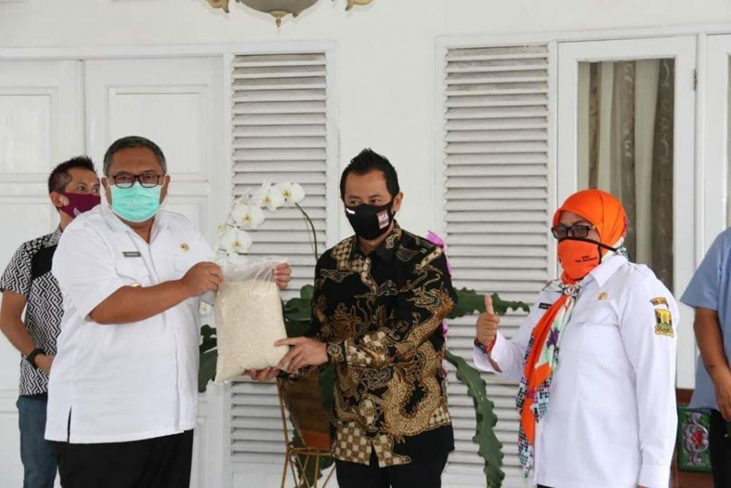Milagros Berikan Bantuan untuk Pemkab Sukabumi, H. Harwan Hamami : Tenaga Medis harus terus di support